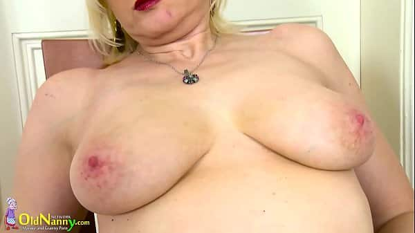 Blonde Babe Toying Her Pussy On Cam